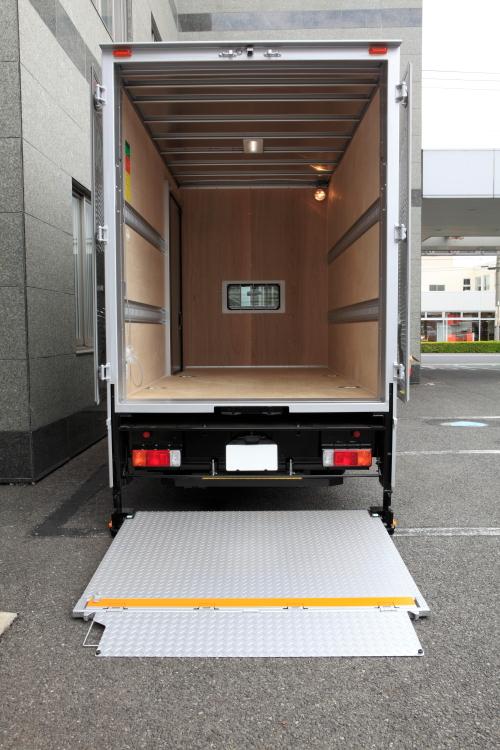 傭車・傭上トラックで引越しをする意味は?引越し繁忙期は、トラックが不足するので、傭車が使われることも