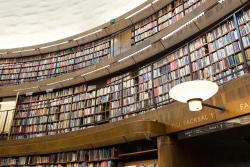 本棚の引っ越しは大変です!