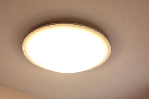 引越しの時、照明器具を引越し先に持ってきますか? 引越し先で、照明器具がなかった場合には、どこから購入しますか?