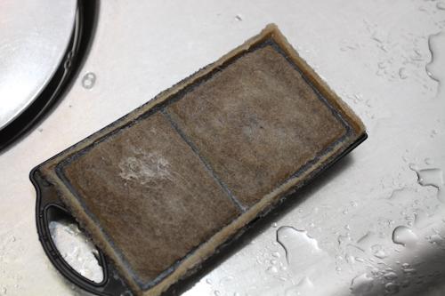 金魚の水槽のフィルター(使用後の汚い状態)