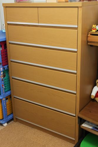 ニトリで購入したハイチェスト(ライトブラウン、巾86×奥行42×高さ136cm)