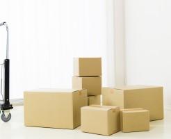 引っ越しの荷物と台車
