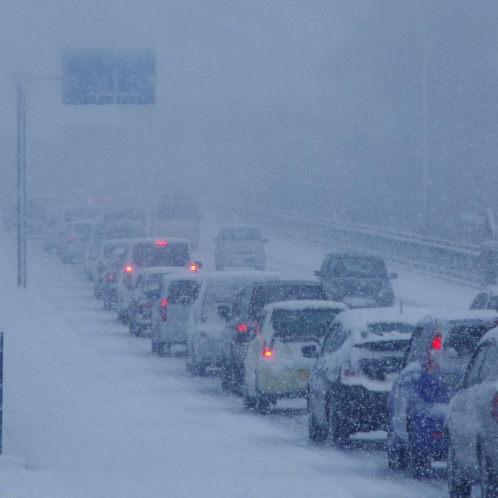 雪で大渋滞!