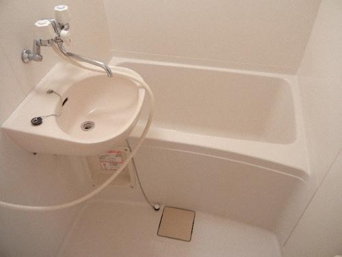 洗面台の位置が逆になったタイプもあります。