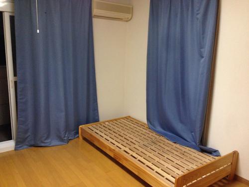 マンションタイプのレオパレス21で見つけたベッドです。