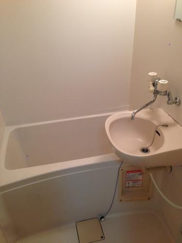 レオパレスのバスルーム全体の写真です。