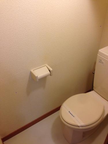 レオパレスのトイレはきちんと掃除されています。ウォシュレットはありません。