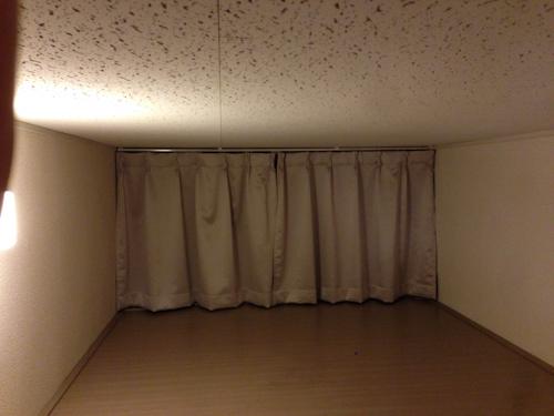 メゾネットタイプのレオパレス21で見つけたベッドです。
