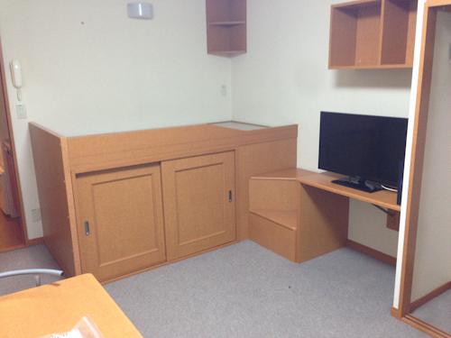【一人暮らし】家具付きレオパレスのベッドの広さとサイズ(備え付け、造り付けベッドも)