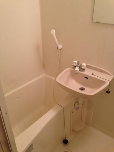 レオパレスのバスルームの典型的な形でした。
