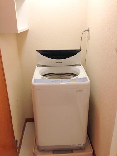 洗濯機のメーカーは日本製のメーカーが多く、機能的にはシンプルでした。
