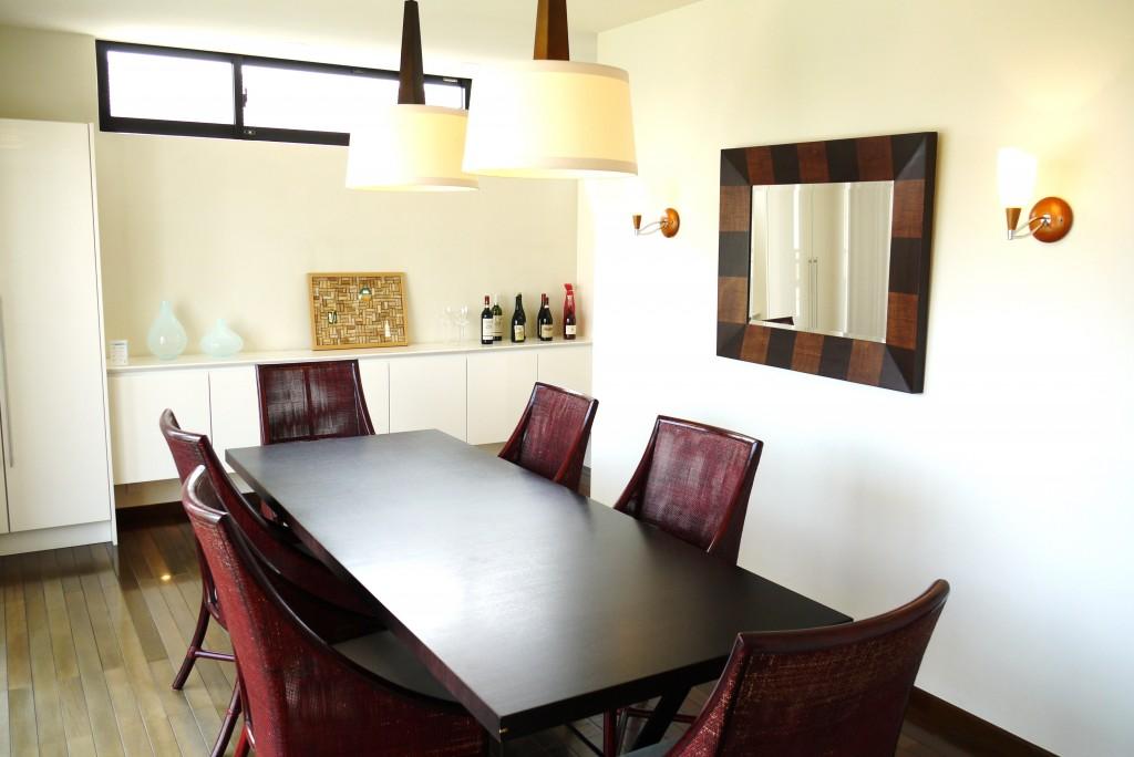 ダイニングテーブルと椅子