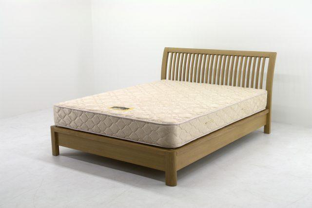 手作り風で、引っ越しの際に分解が難しいベッド