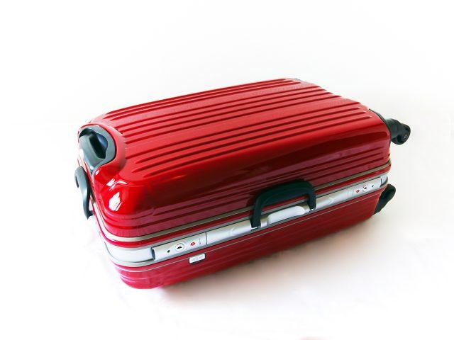 貴重品は鍵のかかるスーツケースに入れる