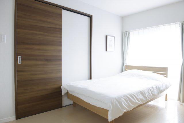 ベッド備えつけのウィークリーマンション