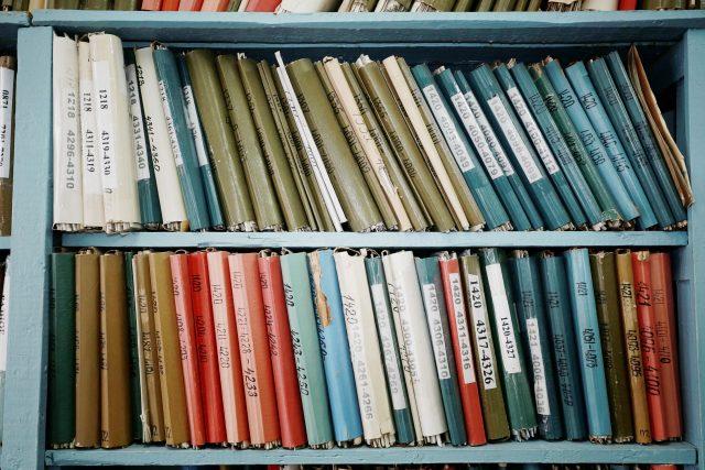 古くなった本棚は、思い切って処分