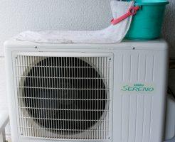 エアコンの室外機を水で冷やす