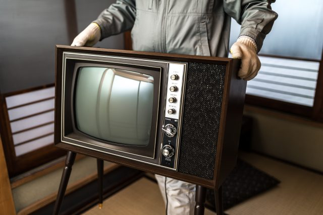 年代物のテレビを処分する