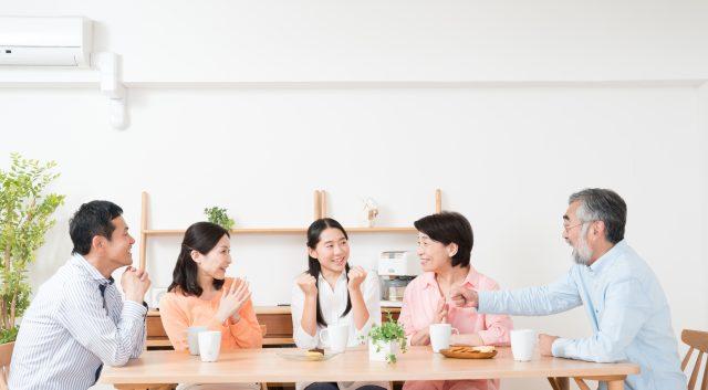 二世帯住宅の食事風景