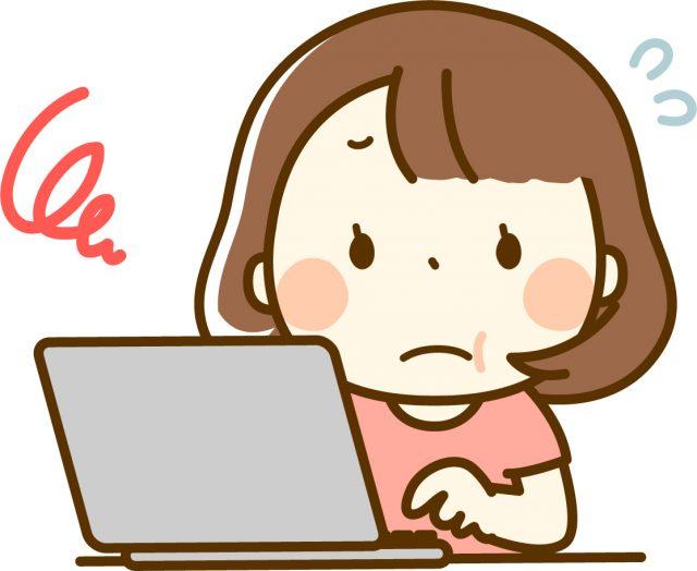 ノートパソコンとぽっちゃり女性